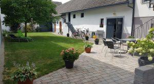 Innenhof mit Liegewiese